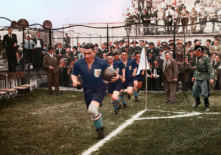 Националният отбор на Холандия излиза на терена.